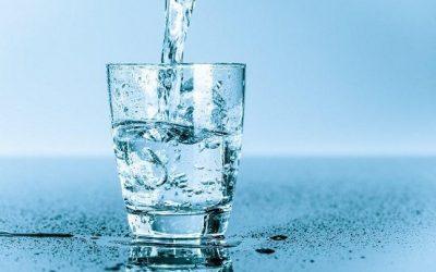 Varias formas de consumir ocho vasos de agua al día