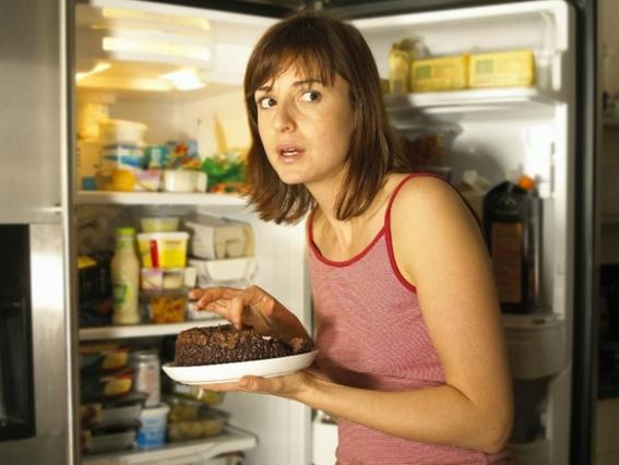 Cómo controlar el hambre por estrés mientras estás en casa